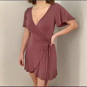 Dresses & Skirts - Beautiful wrap dress